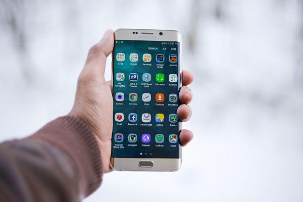 ¿Cómo recibir tus llamadas profesionales en tu móvil con una App?