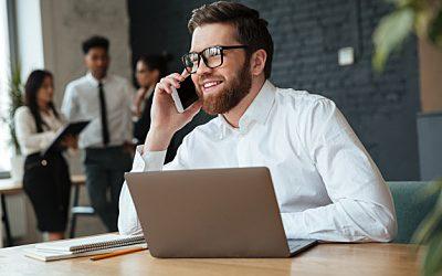 Cómo recibir las llamadas profesionales en tu teléfono móvil personal y mostrar el número fijo de tu empresa desde él