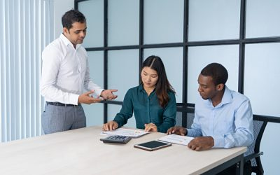 Un supervisor de call center para gestionar las llamadas de la empresa